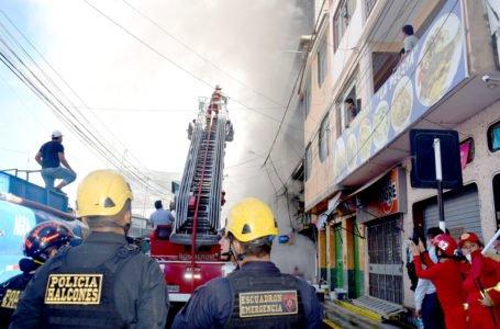 Dantesco incendio en galerías deja más de tres millones de soles en pérdidas
