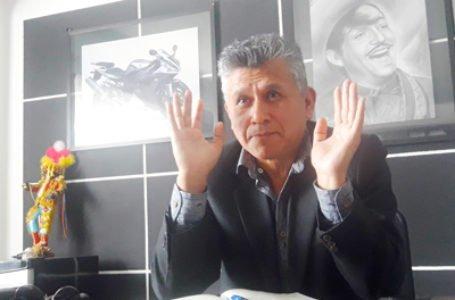 Denuncian que congresista César Campos recorta sueldos a trabajadores