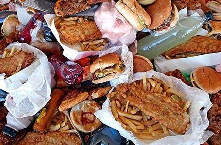 ¿Qué alimentos hacen que tu cuerpo tenga más sodio?