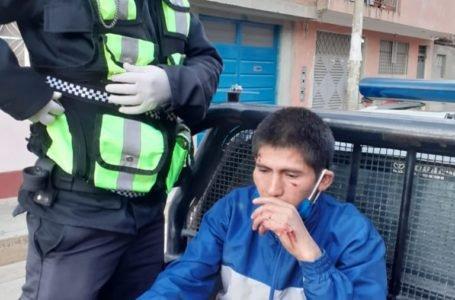 Atrapan a presunto arrebatador de celulares