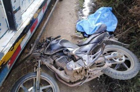 Motociclista muere tras ser impactado por un camión