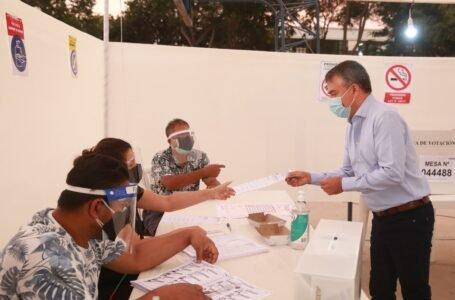 Elecciones 2021: Julio Guzmán sufraga en colegio de San Isidro
