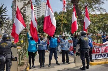 Serenos de Pillco Marca protestaron en Lima exigiendo ser vacunados